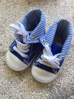Baby shoes (M or 6-12mos)