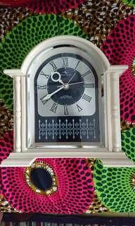 Retro Japan transistor clock nos