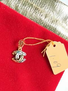 916 chanel Gold Pendant