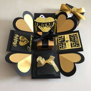 Explosion box with gift box , pull tab in black & gold