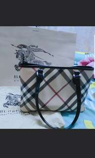 Burberry handbag💯authentic