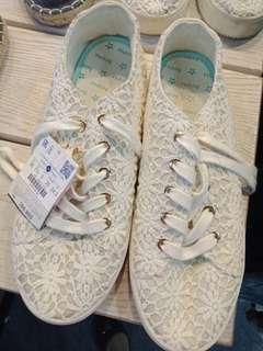 Sepatu kets bershka