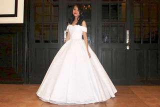 (FOR RENT) White Lace Gown with petticoat