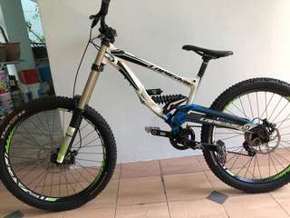 Priced To Go Lapierre DH Carbon Chainstay Full Bike MTB