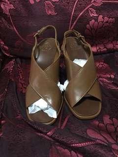 Wedge open shoe