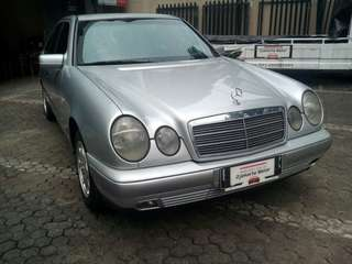 Dijual Merc. Benz E230 W210 Manual '96