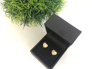 18k Saudi gold Heart Shaped Earrings 1.08g