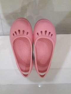 Sepatu cross palsu