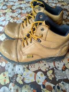 Sepatu black luiss