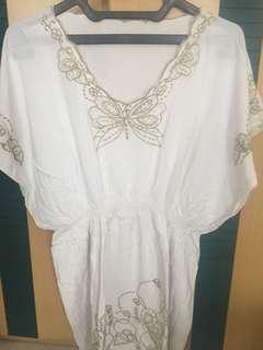 Baju bali putih