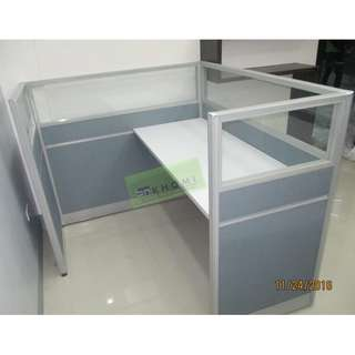 FABRIC W GLASS OFFICE PARTITIONS AND WORKSTATIONS--KHOMI