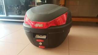 Givi box with monorack