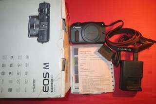 Mirrorless Canon EOS M Body only fullset