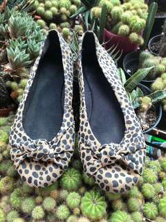 #mausupreme Flat leopard Topshop