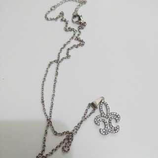 Preloved fleur de lys necklace