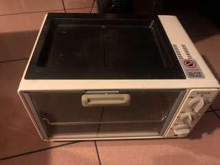 烤箱(上面是烤盤)