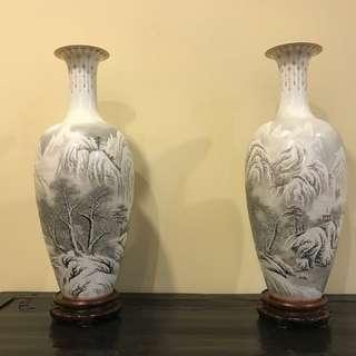 A pair of vase