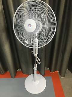 Standing fans with remote