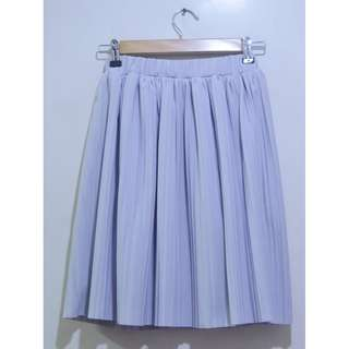 Pleat Skirt in Light Gray