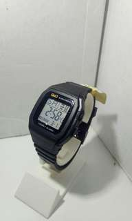 Best Sale !!! Q&Q Digital black model kotak