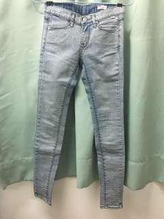 Women's slim cut jeans