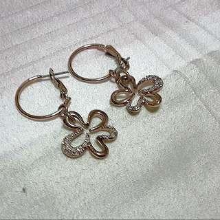 Pretty Dangles / Earrings