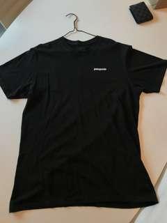 Patagonia P6 Logo Tee (Black: Large)