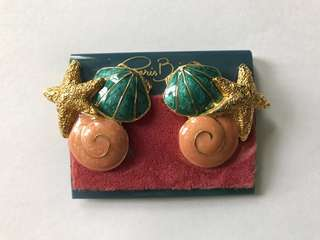 Vintage earrings clip on