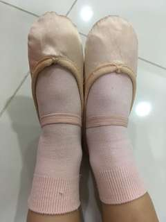 Ballet shoes and dance socks, for age 4-5