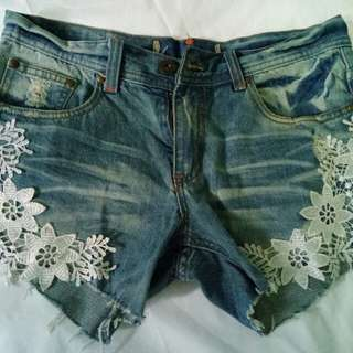 Preloved Shorts with details