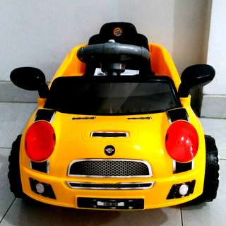 Mainan Tolo Car Mobil Dorong Sedan Sport Warna Kuning / SMC 628
