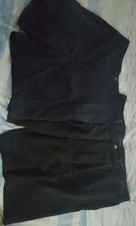 Celana pendek dijual 2 pc ,1 merk dockers ,1 lg no brand