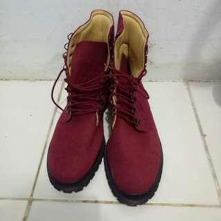 Boots maroon kece badai