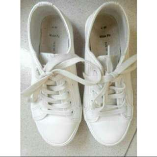 Preloved New Look Sneakers White