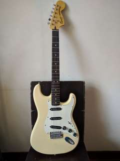Fender SQ Vintage Modified Stratocaster 70S electric guitar