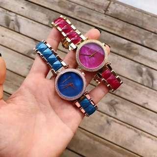 🔥🔥🔥MICHAEL KORS 官方新款MK-6490玫紅色。 MK-6491藍色現貨出。原裝正品‼ ️錶盤直徑33mm🌹🌹🌹