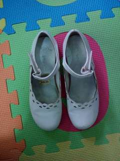 Smartfit white leather shoes for girls