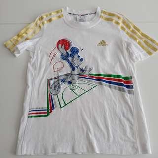 Adidas T Shirt sz 5/6 yrs