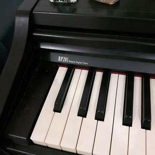 Piano elektrik Roland