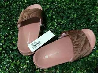 Penshoppe slides slippers