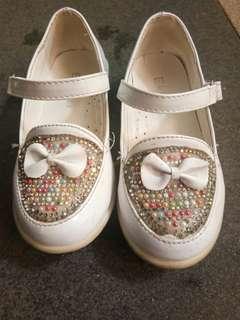 Sepatu pesta putih ekydo