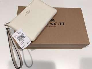 🚚 COACH 馬車logo單層手拿包