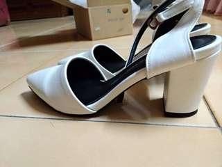 🚚 原價790韓製氣質一字扣繞踝尖頭粗跟高跟鞋