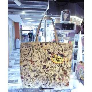 Gucci White Flowers Flower Canvas Shoulder Shopping Tote Handbag Hand Bag 古馳 白色 花圖案 帆布 購物袋 手挽袋 手袋 肩袋 袋