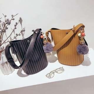 🚚 預購子母包送吊飾®️韓系條紋水桶包肩背包側背包