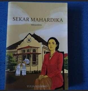 Sekar Mahardika by Yulia Sujarwo