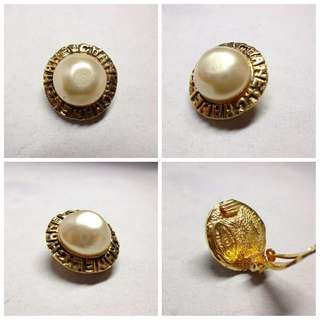 Authentic Chanel Vintage Pearl Ear Clip(1pc)