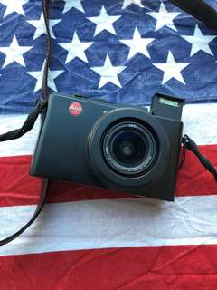LEICA D LUX 6 (98% Brand New Condition)