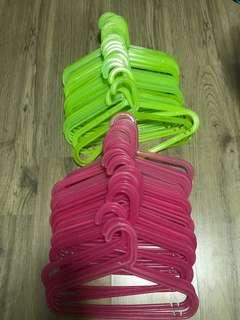 Plastic hanger (50 piece)
