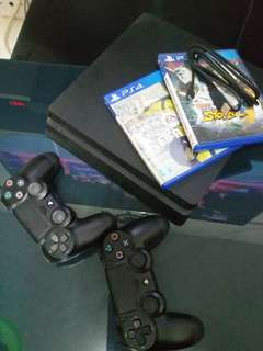 PS 4 slim with 2 original ds4 and 2 cd